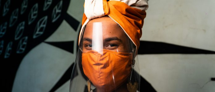 """O turbante """"Black Lives Matter"""" é o novo produto da loja Criatura"""